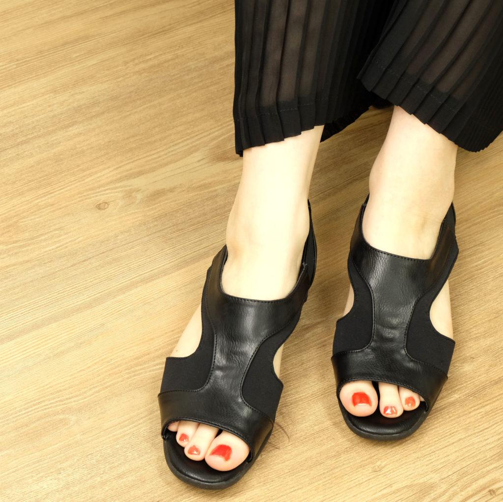 履きやすい、素足でも痛くない、かかと付きサンダル